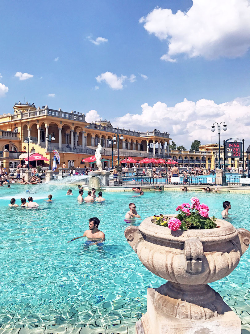 Szechenyi-bath-Budapest-outdoor-pool.jpg